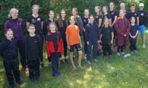 Teilnehmer des SV Nienhagen mit den beiden Betreuern (Ole Bedey, Claudia Nitz)